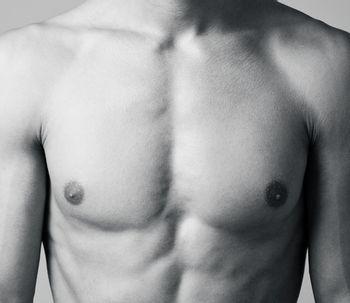 Implantes de pectorales: todo lo que tiene que saber