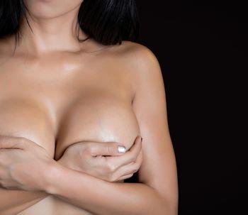 No siempre es bueno tener los senos tan grandes