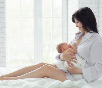 ¿Se caen los senos después de la lactancia?