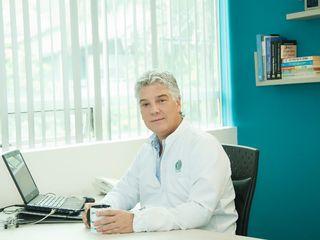 Dr Juan Mario Escobar