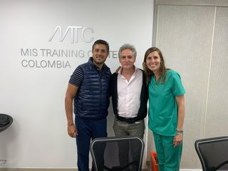 Instructora en implantología dental