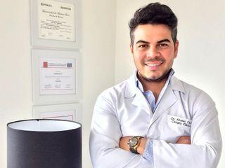 Doctor ALONSO CUELLO , CIRUJANO PLÁSTICO. MIEMBRO DE LA SOCIEDAD COLOMBIANA DE CIRUGIA PLÁSTICA