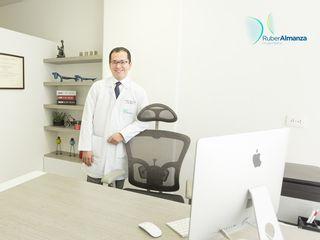 Dr. Ruber Almanza Cirujano plástico - Bogotá - Consultorio.