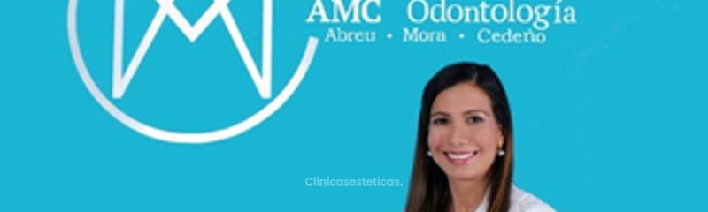 Dra. Adriana Mora, cirujano bucal